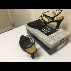 Shoes - Beautiful vintage black Strappy shoes size 8 1/2